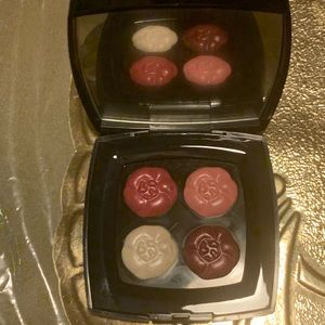 4 FLEURS  De CHANEL cream lip color.